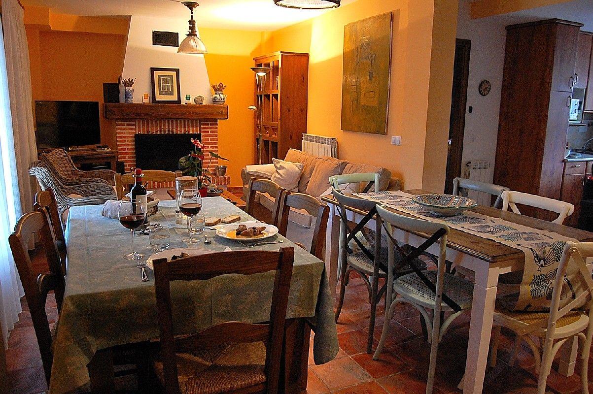 El comedor de Casa rural Estarrún: cenas y desayunos