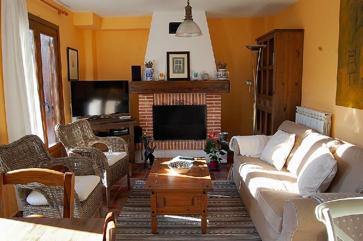 El salón con chimenea de Casa rural Estarrún